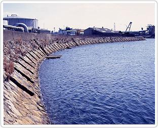 潮吹き防波堤(国指定重要文化財)